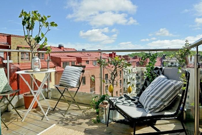 cómo aprovechar al máximo el espacio en un balcón, decoración terrazas pequeñas, terraza con bonita vista