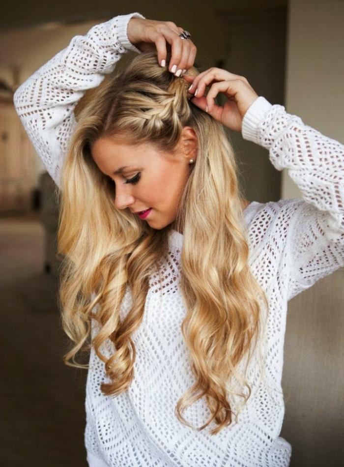magnñificas ideas de peinados de novia, recogidos con trenzas, precioso peinado con pelo rizado muy largo