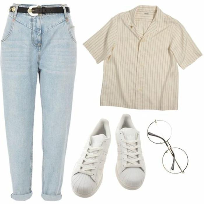 outfit en estilo elegante deportivo, ejemplos de ropa de los 80, vaqueros color claro, camisa en rayas, zapatillas blancas