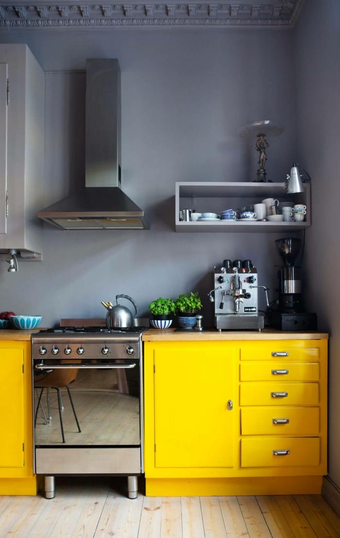 cocina americana pequeña decorada en gris y amarillo, propuestas sobre decoración de espacios pequeños