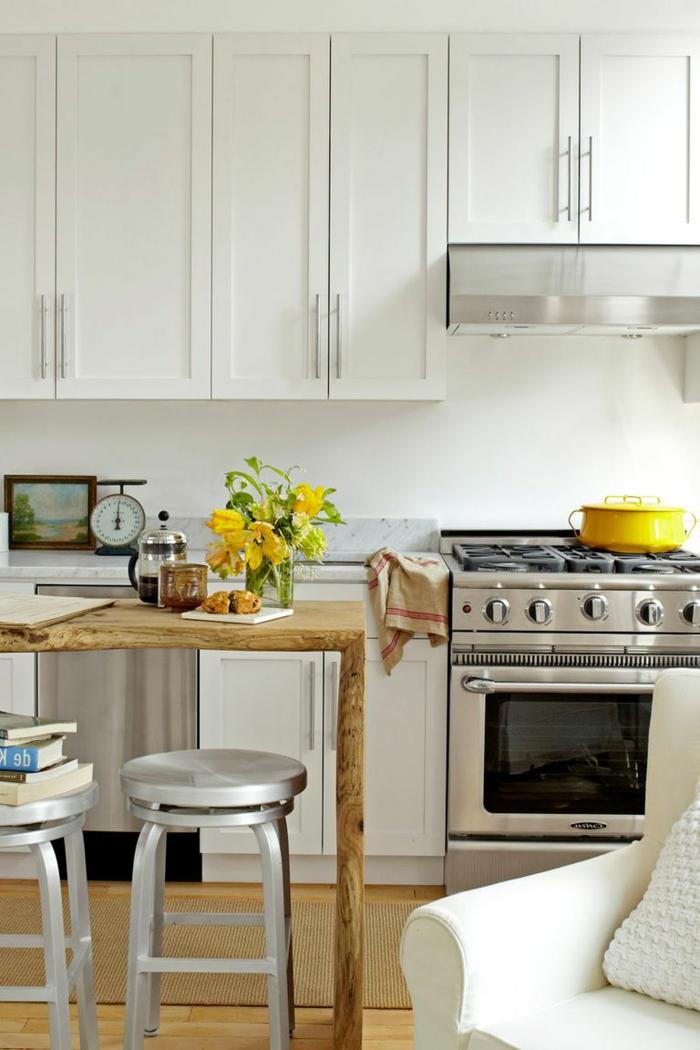 preciosos diseños de cocinas pequeñas alargadas, decoración en blanco, muebles modernos e isla de madera
