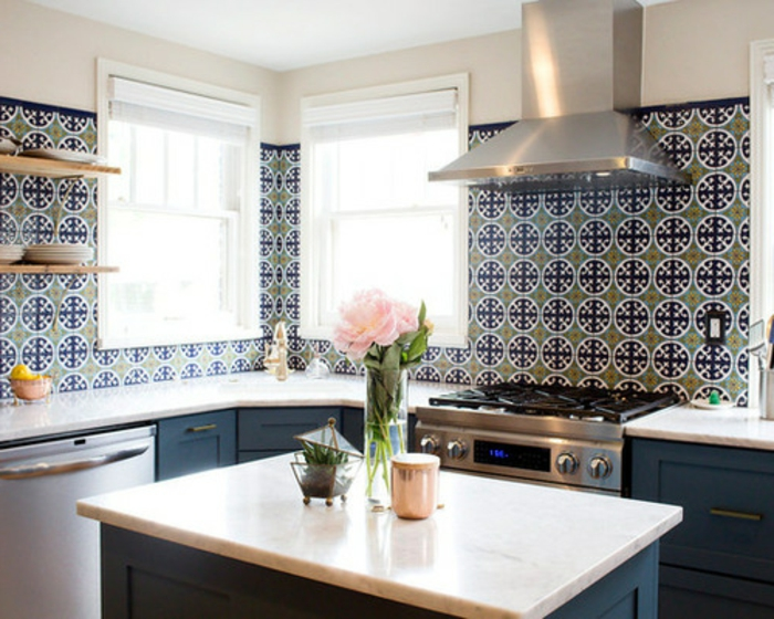 bonitas propuestas de diseños originales de cocina americana pequeña, azulejos de diseño en verde y azul