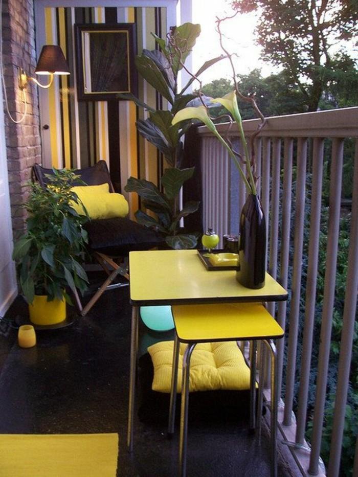 balcones decorados en colores llamativos con muchas plantas verdes, ideas de balcones decorados