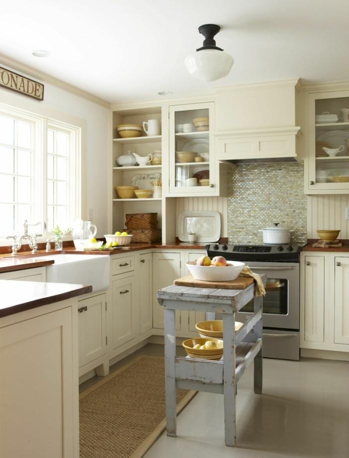 cocina americana pequeña estilo rústico moderno toque provenzal, barra de madera en color gris efecto desgastado
