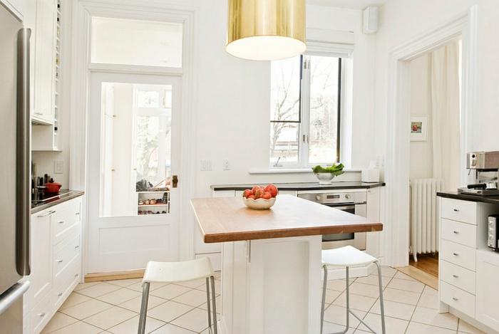cocina americana pequeña decorada en blanco, paredes blancas y muebles de diseño bonitos