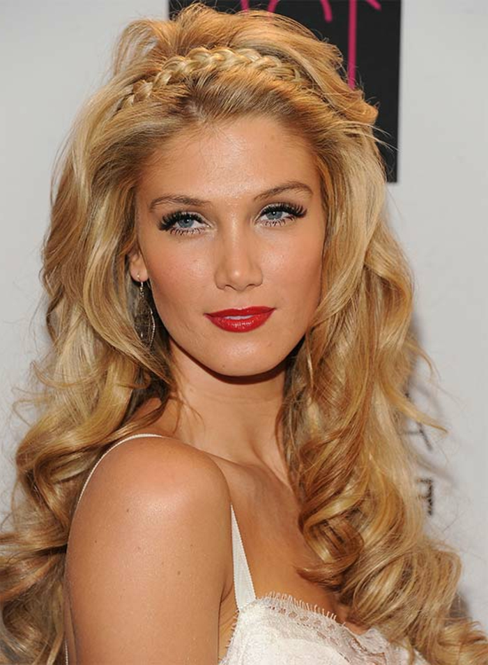 ejemplos de peinados para bodas media melena y pelo largo, cabello rubio largo rizado con trenza corona