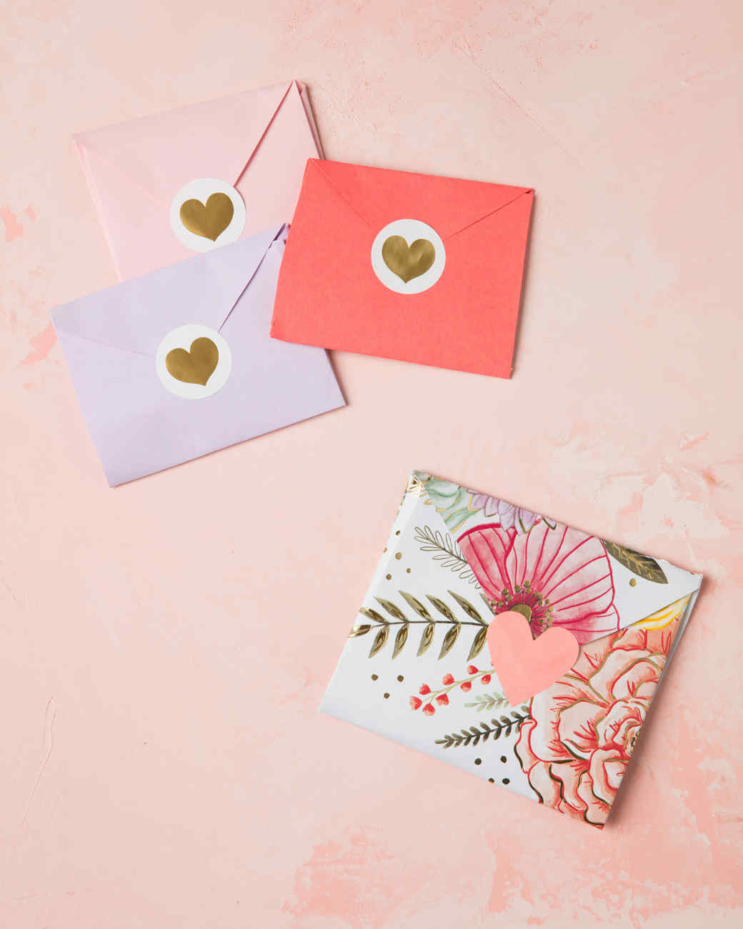 sobres hechos a mano para cartas de amor, como hacer un sobre bonito y original, ideas de regalos san valentin hechos a mano