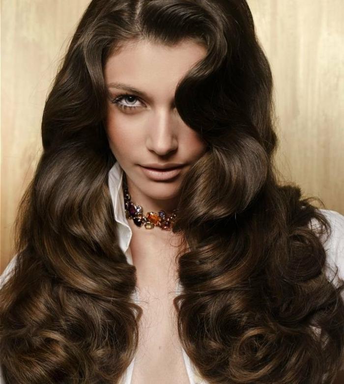 semirecogidos para bodas y peinados cabello suelto, melena larga color castaño oscuro con ondas al agua y mucho volumen
