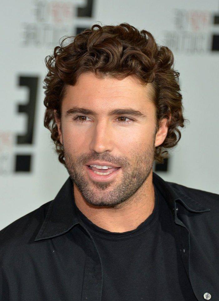 pelados modernos y elegantes hombre, cortes de pelo hombre pelo rizado, cabello castaño claro