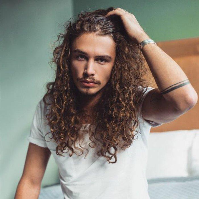 cortes de pelo hombre en 63 imagines, cabelleras largas y rizadas hombre, melenas hombre modernas