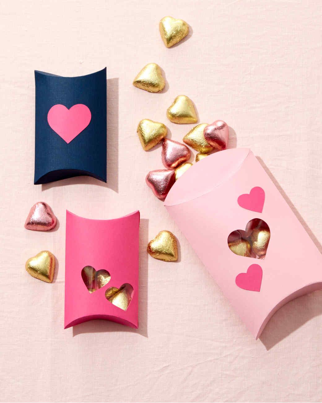 como hacer una caja de cartulina con corazones, regalos san valentin manualidades ideas originales