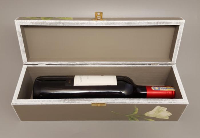 cajas de vino decoradas con flores, ingeniosas propuestas de botellas personalizadas para regalar a amigos y familiares