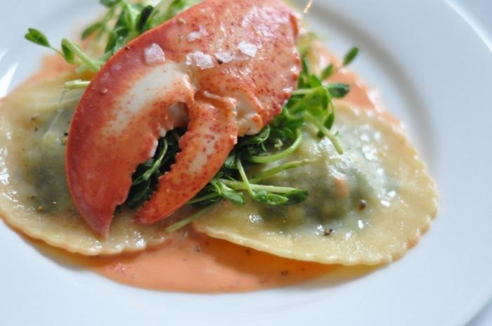 cangrejo con pasta ravioli y verduras, ideas de recetas san valentin ricas y fáciles de preparar en casa