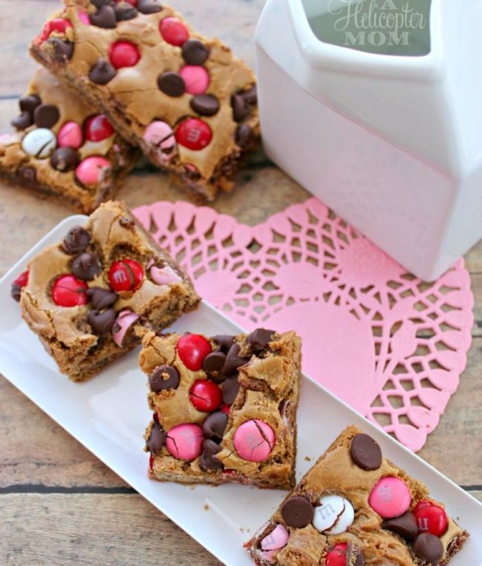 brownies caseros de chocolate y nueces, ideas de recetas san valentin para postres y platos principales