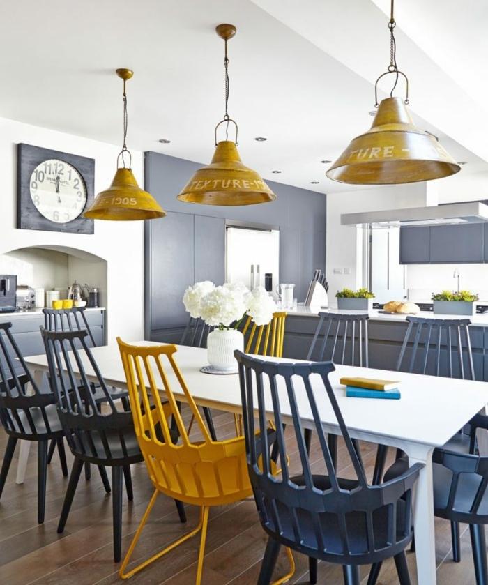 decoración de cocina comedor en blanco, gris y amarillo, cocina con toque vintage, cocinas modernas pequeñas