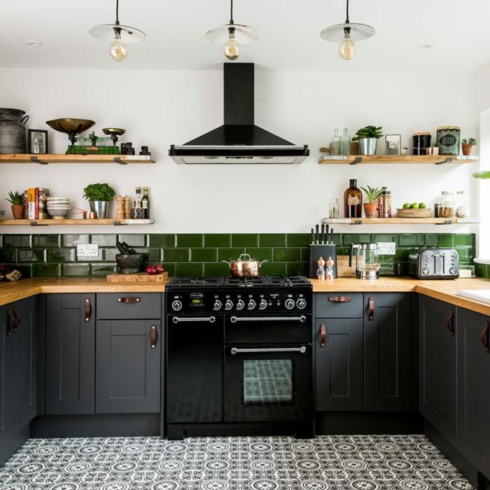 decoración cocina en gris y blanco con azulejos verdes, cocinas modernas pequeñas y consejos para la decoración