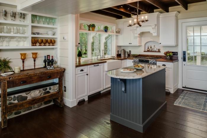 ideas de decoración de cocinas pequeñas en l, espacio alargado decorado en blanco y gris con suelo de madera