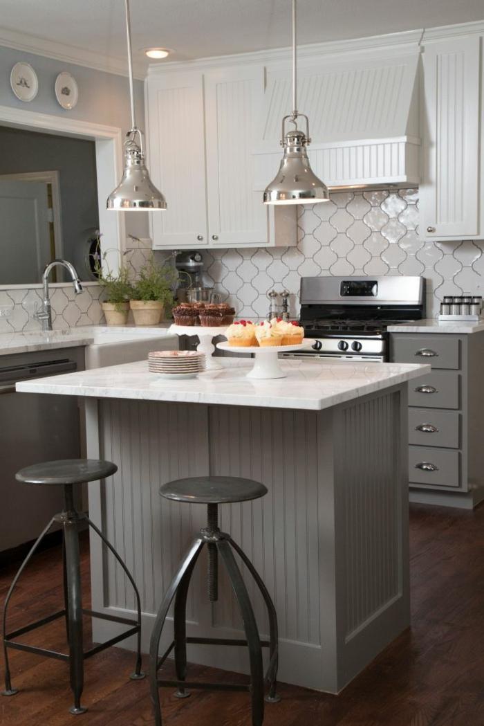 cocinas pequeñas en l en blanco y gris, ideas de decoración de espacios pequeños en colores claros