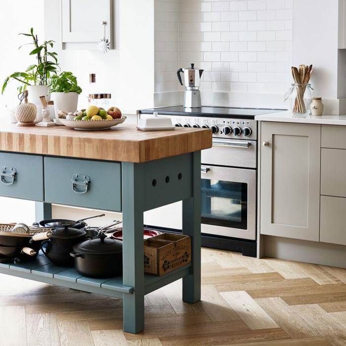 pequeña isla multifuncional, ideas de muebles utiles para una cocina pequeña, cocinas modernas pequeñas