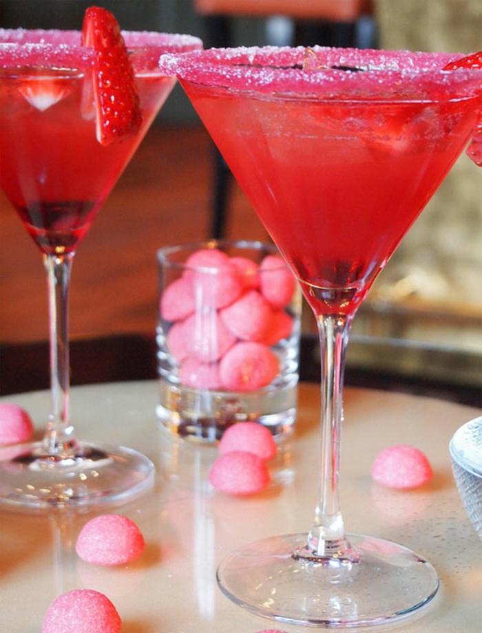 cócteles en color rojo temático, ideas de comidas y bebidas menu cena romantica en casa para dos
