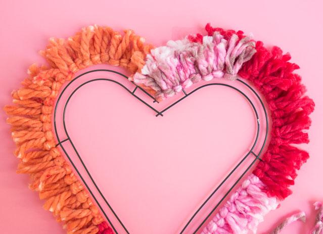 adorables ideas de manualidades para regalar a mi novio, decoración casa con una corona en forma de corazón