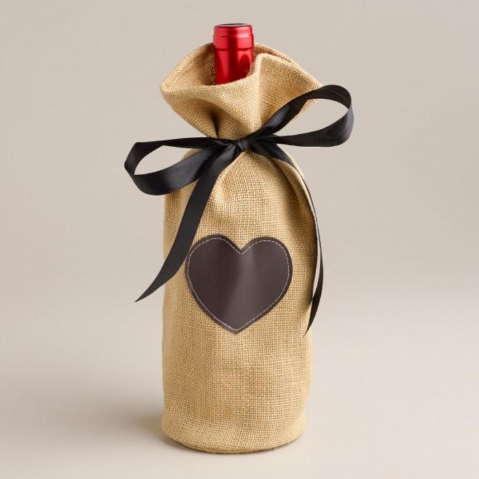 maravillosas ideas de botellas personalizadas, botella decorada con mucho encanto, fotos de botellas para regalar