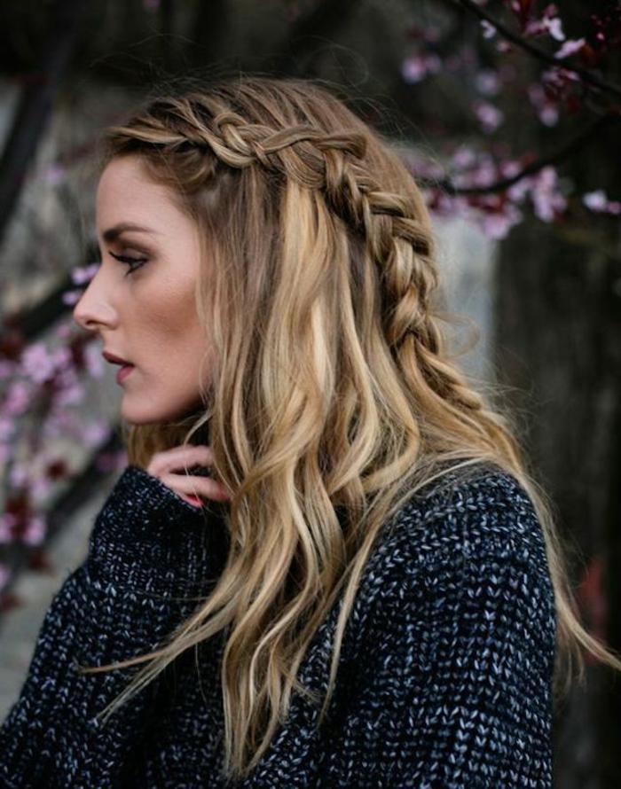 peinados para fiesta románticos y elegantes, pelo rubio largo con mechas balayage y trenza lateral