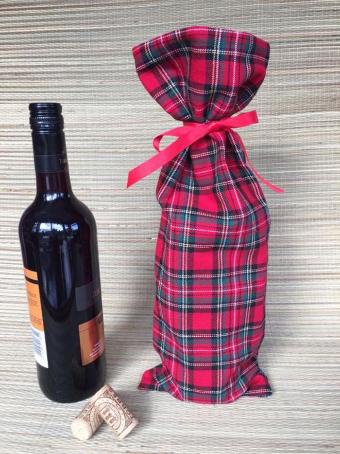 ejemplos de botellas personalizadas decoradas con tela, botellas para regalar a seres queridos