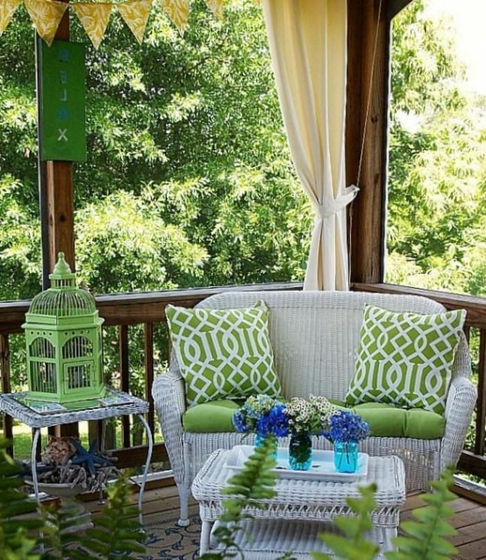 decorar terrazas pequeñas paso a paso, ambiente decorado en verde, blanco y beige con plantas verdes