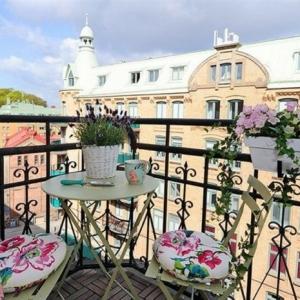 Los mejores consejos para decorar un balcón pequeño: diseño y mobiliario
