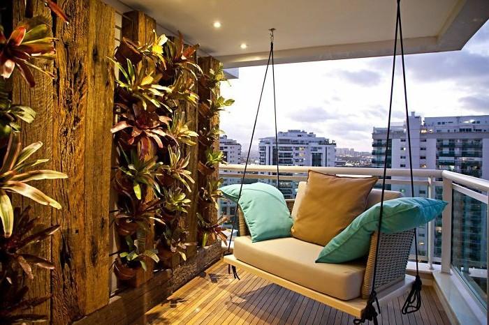 balcones decorados de diseño, alucinante idea de decorar terrazas, luces empotradas y paredes con plantas verdes