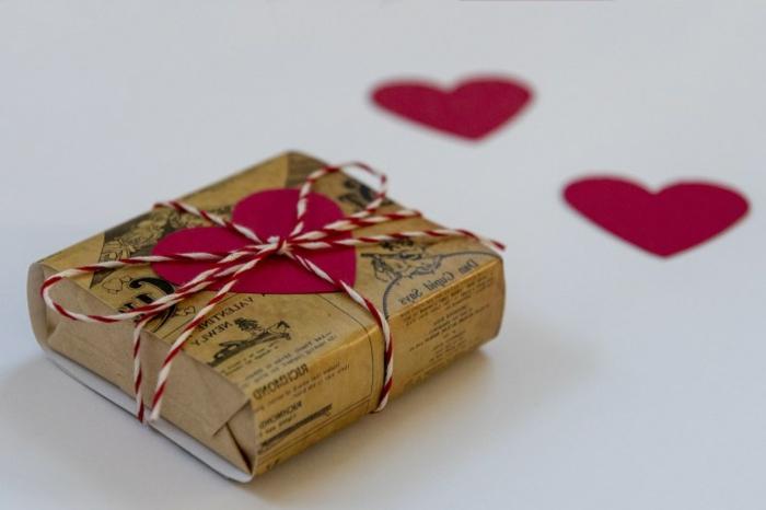 cómo empaquetar un regalo DIY paso a paso, 80 sorpresas san valentin en bonitas imagines