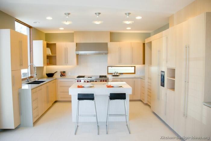cocina moderna blanca con luces empotrados, cocina con isla blanca, armarios modernos funcionales