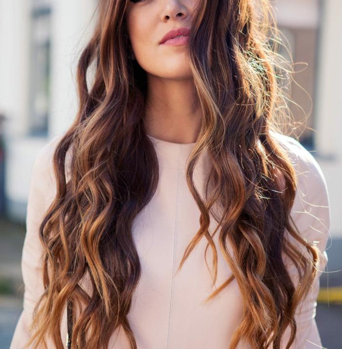 preciosa melena larga color castaño con mechas balayage rubias, peinados para bodas media melena y melena larga