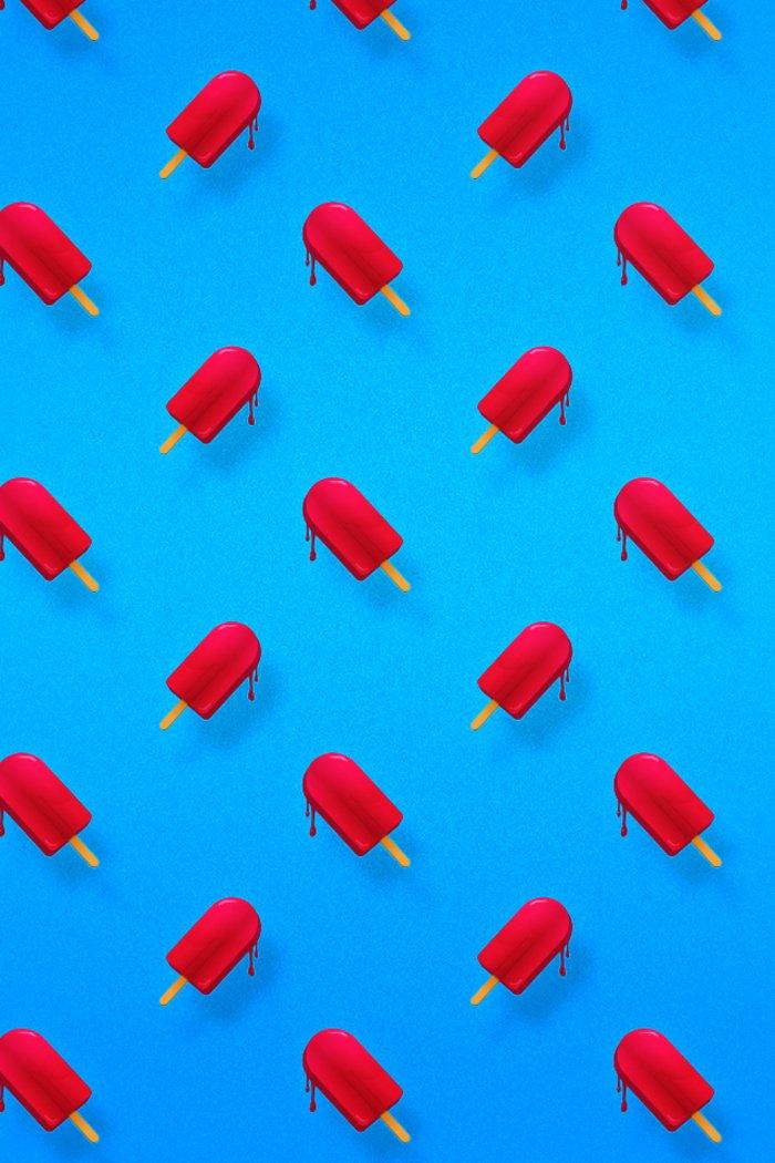 fondos de pantalla para iphone para cada gusto, fondo de pantalla color azul con helados rojos
