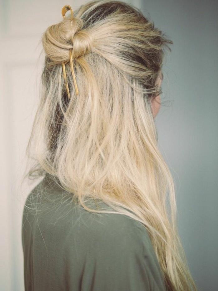semirecogidos fáciles y rápidos para tu día a día, cabellera muy larga rubia con mechas oscuras