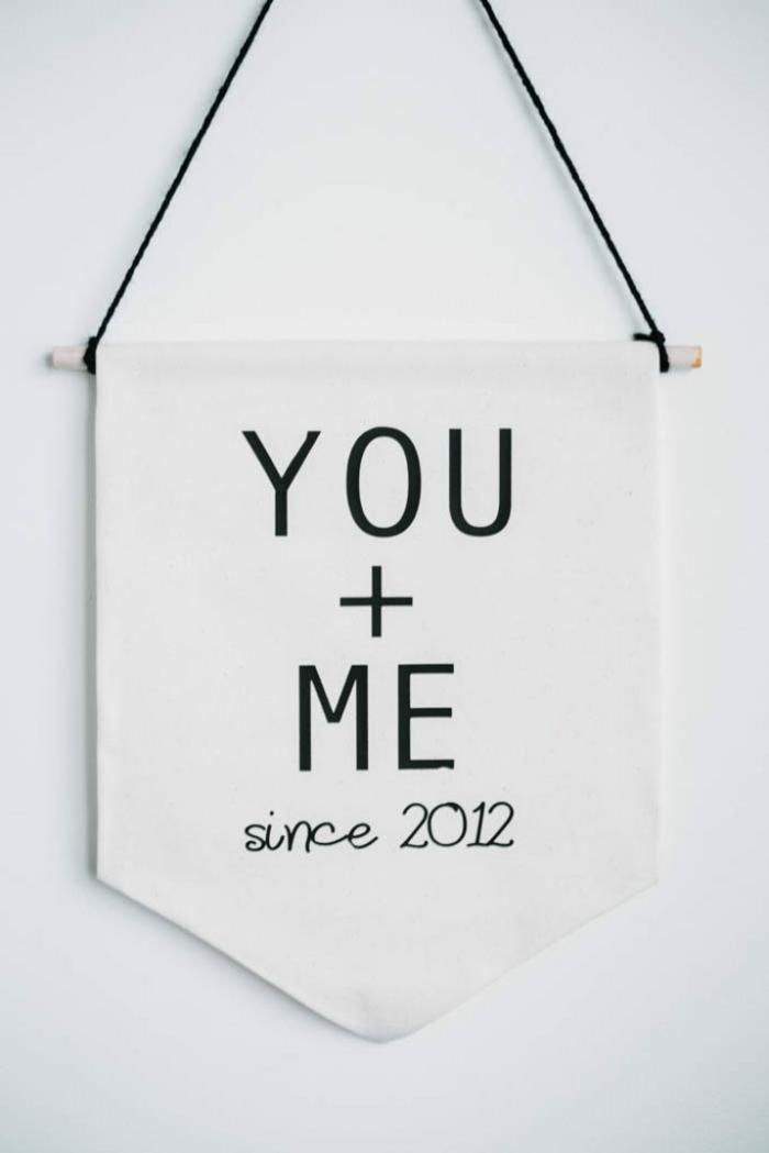 sorpresas san valentin románticas y originales, cartel decorativo con letras de amor, más de 80 ideas de regalos para San Valentín