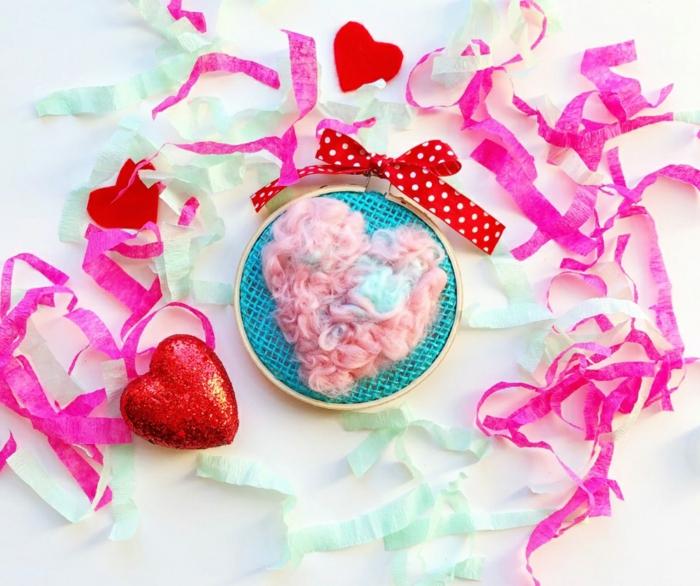 manualidades fáciles y rápidas con bordado, ideas para regalos románticos san valentin