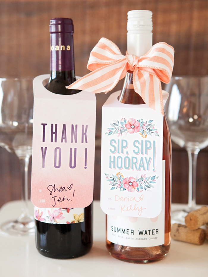 etiquetas vino personalizadas super originales, cómo decorar una botella de vino para sorprender a tu novia