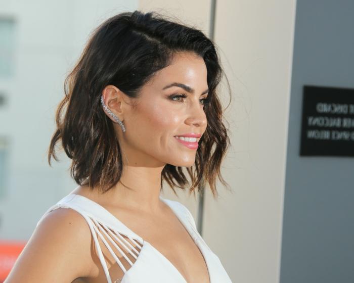 peinados modernos para cabello rizado, peinados para bodas media melena, preciosas imagines de celebridades