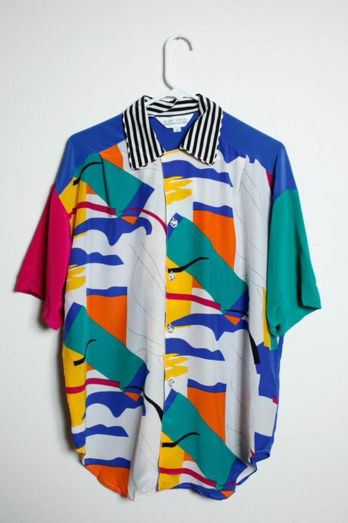 ropa colorida y moderna en los años 80, camisa hombre en muchos colores, ropa de los 80 para mujeres