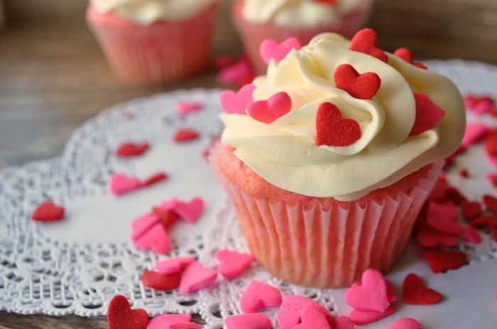 magdalenas ricas y originales en color rosado, recetas de cenas faciles y rápidas para hacer en casa