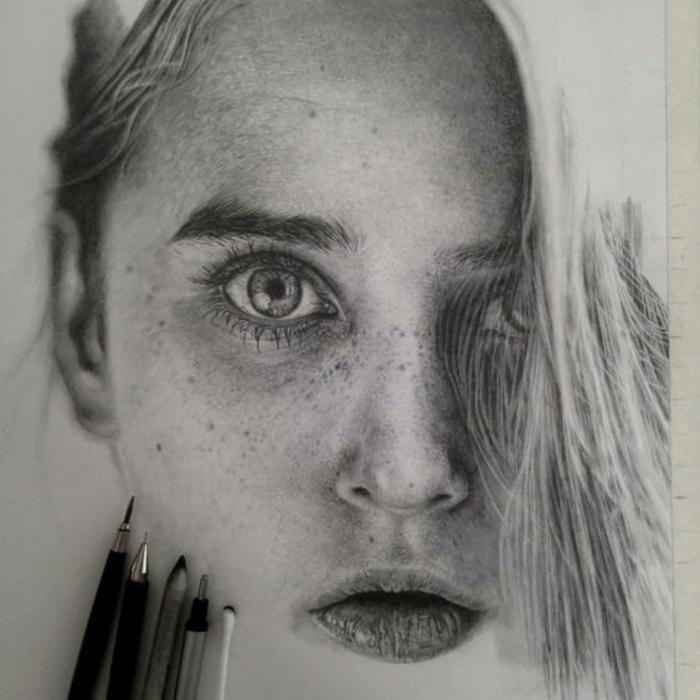 hermosos retratos en estilo hiperrealista, mujer pelo rubio, grandes ojos verdes, lunares
