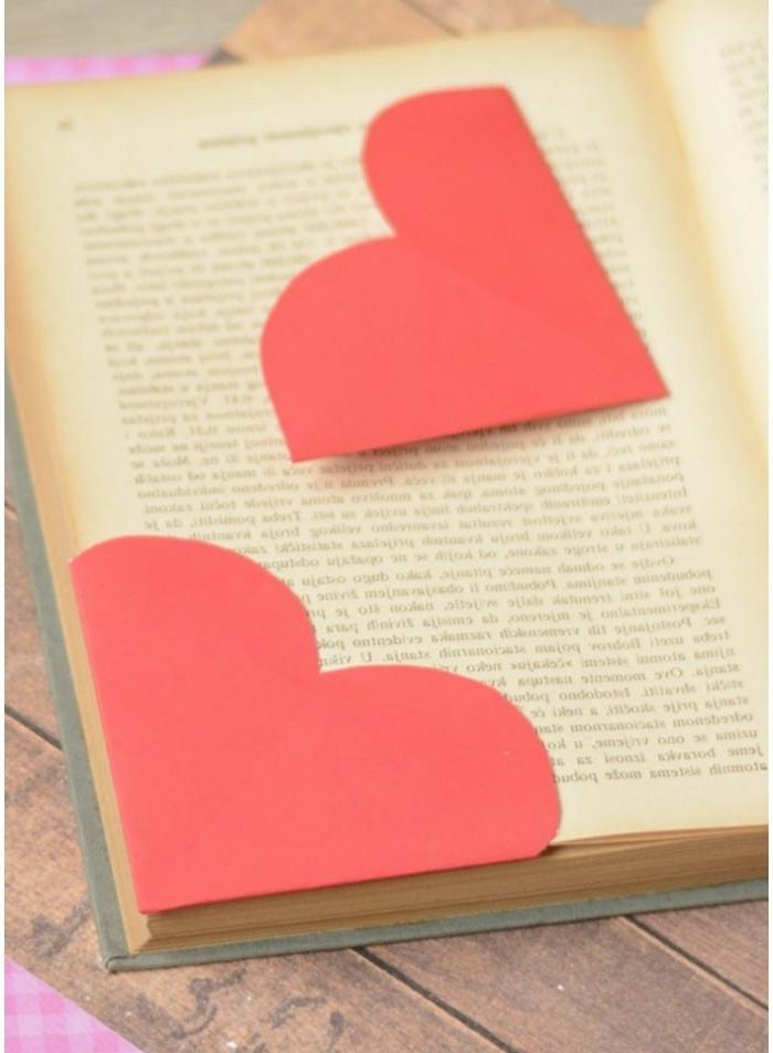 ideas de manualidades san valentin con materiales reciclados, marcarpáginas en forma de corazón de papel
