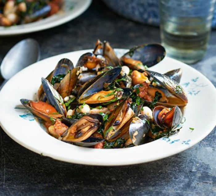 mejillones con chorizo, ideas sobre como preparar una cena romantica, platos ricos para dos