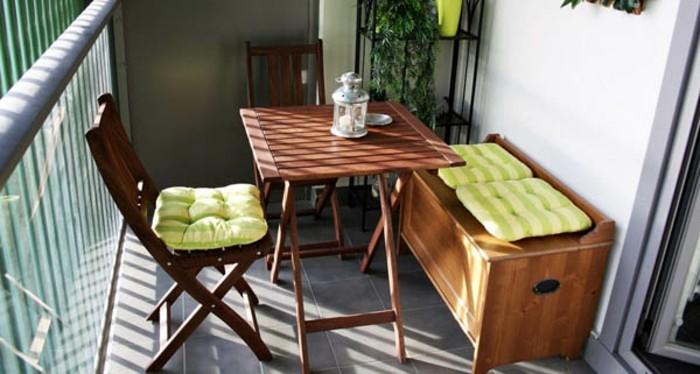 ideas terraza decoración en estilo minimalista, muebles de madera, paredes blancas y baldosas grises