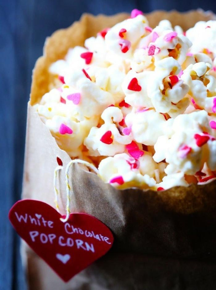palomitas azucardas con chocolate blanco, ideas sobre como preparar una cena romantica