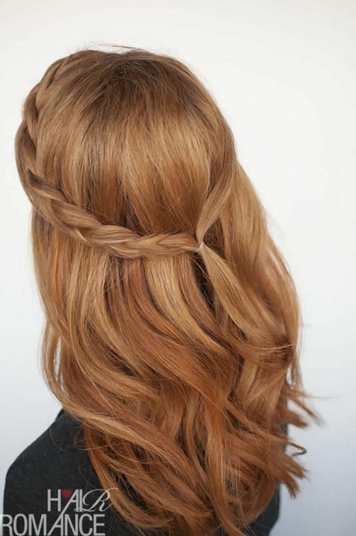 pleo largo pelirrojo en un semirecogido trenzado, ideas de peinados fáciles y rápidos para bodas y eventos especiales