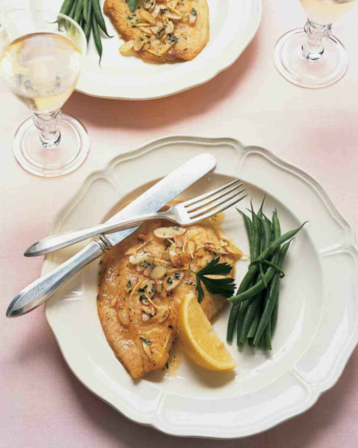 ideas en imagines sobre como preparar una cena romantica, pescado con limon y almendras