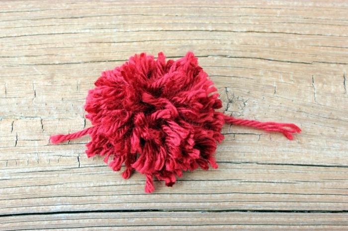 cómo hacer un pompon en forma de corazón paso a paso, propuestas de manualidades para san valentín